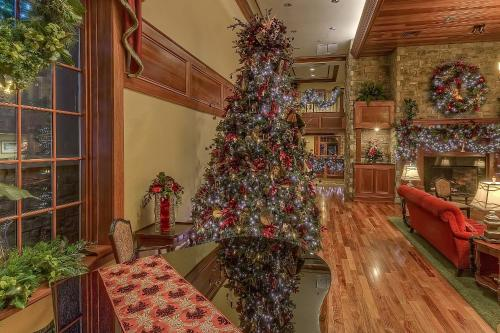 The Inn at Christmas Place Hotel Pigeon Forge - The Inn At Christmas Place Hotel Pigeon Forge In TN