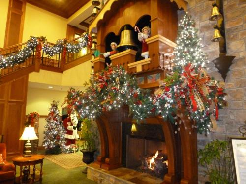 the inn at christmas place hotel pigeon forge - Christmas Inn Pigeon Forge Tn