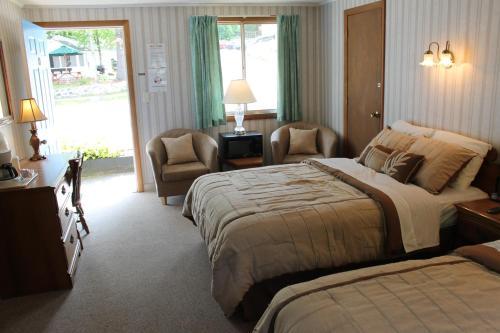 Weirs Beach Motel & Cottages Photo