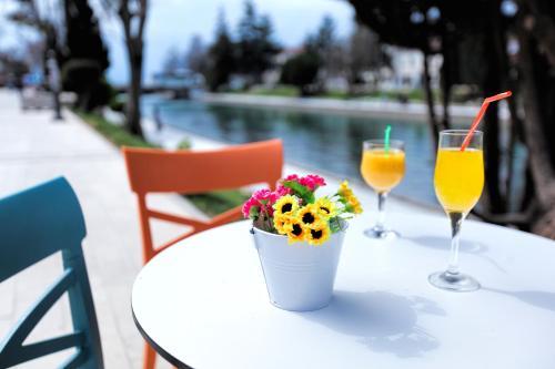 Art Caffe Struga - River View Hotel