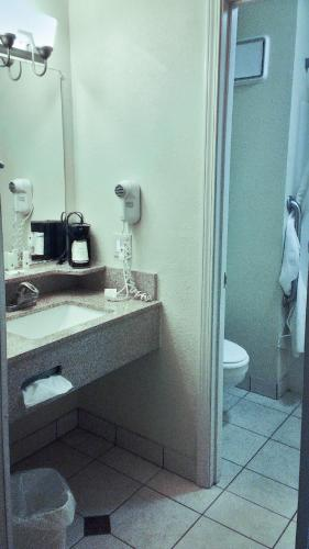 Quality Inn and Suites Greenfield Hotel Photo