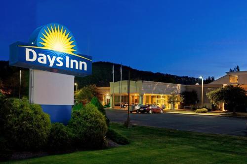 Days Inn By Wyndham Warren - Warren, PA 16365