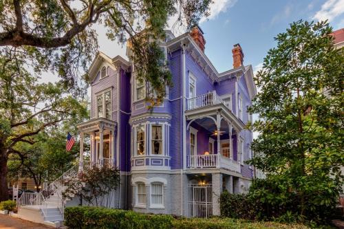 Amethyst Garden - Savannah, GA 31401