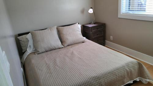 Burnaby/edmonds Area 2 Bed1 Bath Private Entrance - Burnaby, BC V3N 1P2