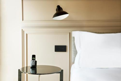 Deluxe Double Room TÓTEM Madrid, a Small Luxury Hotel of the World 7