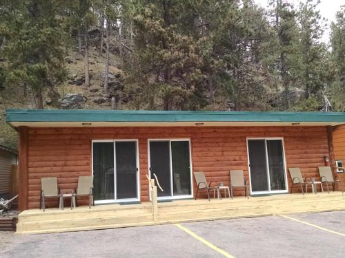 Trails End Cabins & Motel - Hill City, SD 57745