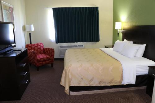 Quality Inn East Evansville Photo