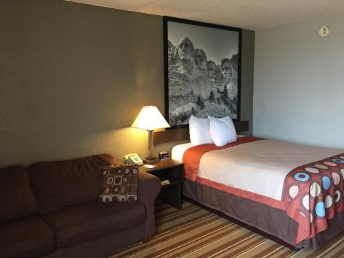 Super 8 By Wyndham Redfield - Redfield, SD 57469