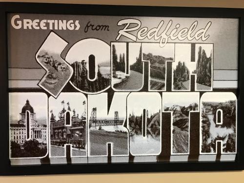 Super 8 Redfield Photo