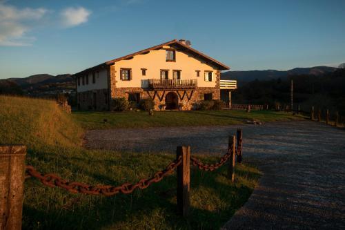 Hoteles en oiartzun desde 44 reserva tu hotel barato rumbo - Hoteles cerca casa campo madrid ...