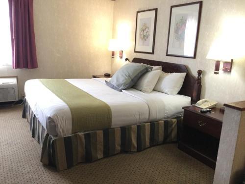 Americas Best Value Inn and Suites Saint Charles Photo