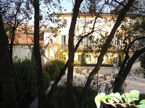 Via Cedrare 78, Verona 37029, Italy.
