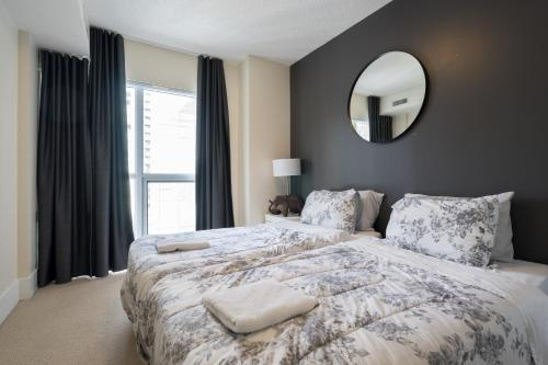 Applewood Suites - Executive 3 Bdrm - Toronto, ON M5E 3E5