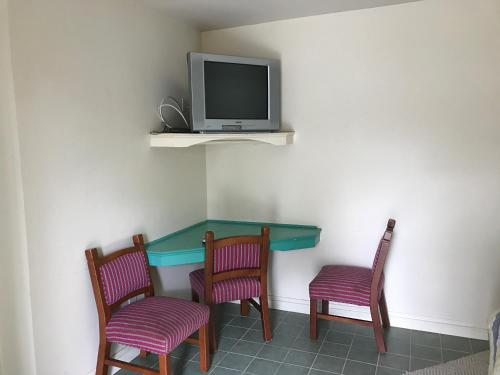 A-1 Motel - Egg Harbor City, NJ 08215