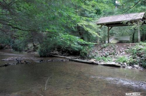 Coon's Den- Blue Ridge - Blue Ridge, GA 30513