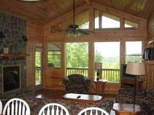 Denali Treehouse Suite - Blue Ridge, GA 30513