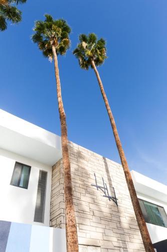 200 W Arenas Rd, Palm Springs, CA 92262, USA.