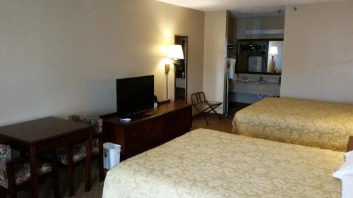 Super 8 By Wyndham Covington - Covington, GA 30014