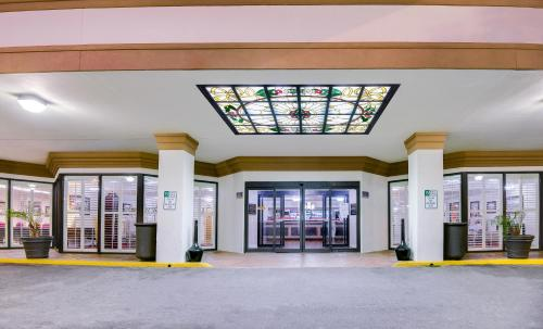 Ramada Metairie New Orleans Airport Photo