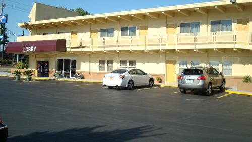 Virginia Inn - Lawrence, KS 66049