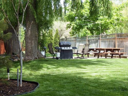 Lakeside Villa Inn And Suites - Penticton, BC V2A 6J7