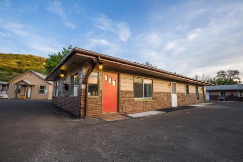 Dayton Motel - Dayton, WA 99328