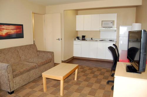 Extended Stay America - Greensboro - Wendover Ave. - Big Tree Way Photo