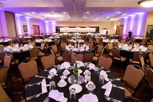 Ramada Hotel and Suites Sioux Falls Photo