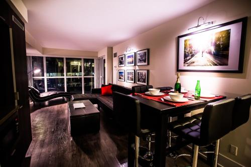 Applewood Suites - Front Street West - Toronto, ON M5E 3E5