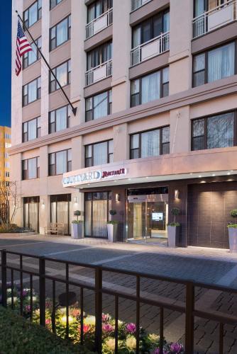Courtyard by Marriott Washington Embassy Row Photo
