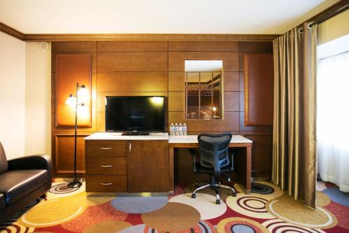 LA Crystal Hotel Photo