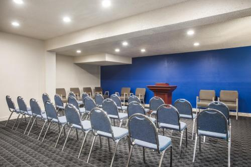 Days Inn By Wyndham College Park Airport Best Road - College Park, GA 30337