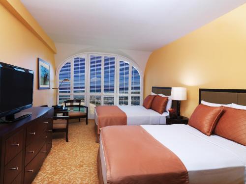 Hilton Grand Vacations Club at Hilton Hawaiian Village Photo