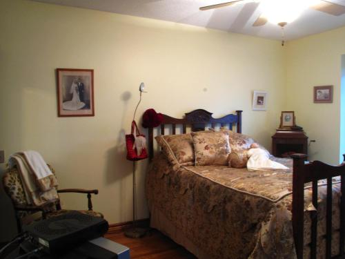 Twin Lakes Retreat Bed And Breakfast - Sarnia, ON N7S 5T2