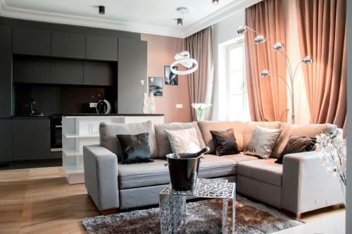 Platinum Apartment by PLA