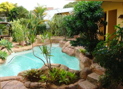 Flintstones Guest House Durban Photo