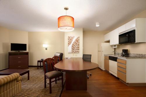 Hawthorn Suites by Wyndham-Raleigh Photo