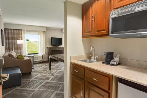 Hampton Inn & Suites Manchester Bedford in Bedford