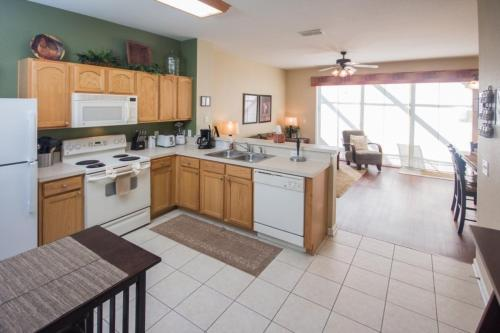 Vicky's Windsor Hills - Three Bedroom Townhome - Kissimmee, FL 34747