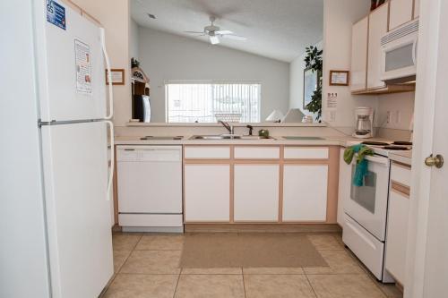 Sarah's Hampton Lakes Villa - Three Bedroom Home - Davenport, FL 33897