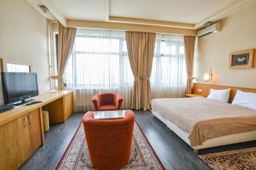 Хотел Лирак