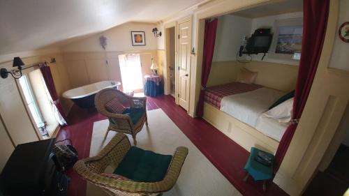 Maryhill Inn - Kitchener, ON N0B 2B0