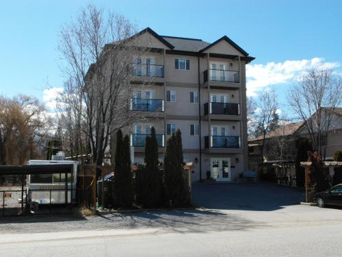 Charles M Suites By Discover Kelowna Resort Accommodations