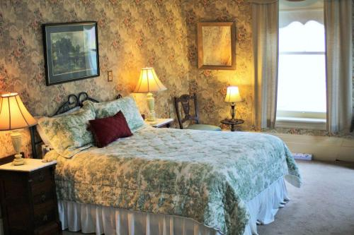 Summerhill Manor Bed & Breakfast And Tea Room - Port Hope, ON L1A 1N4