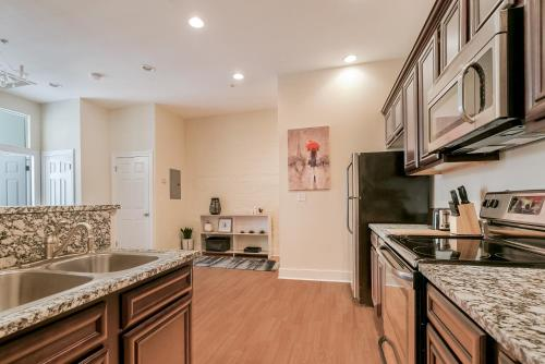 One-bedroom On Julia Street Apt F By Sonder