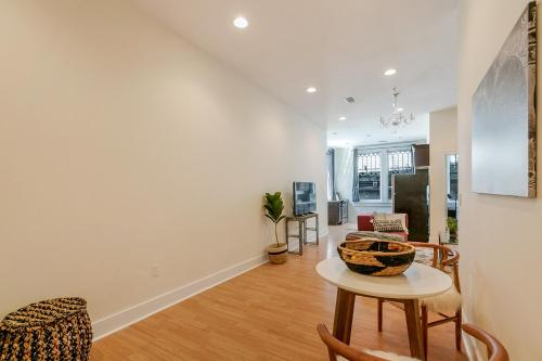 Two-bedroom On Julia Street Apt D By Sonder