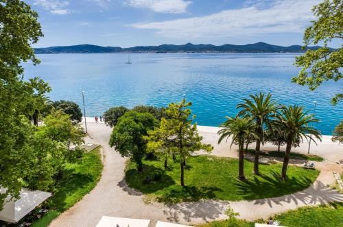 Apartment Riva with Sea view