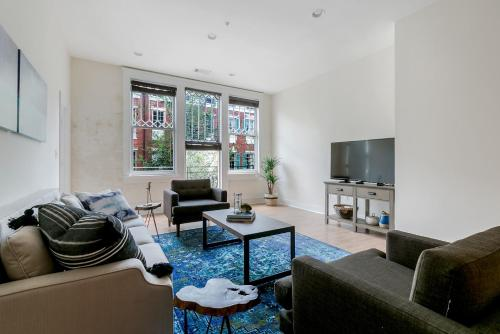 Two-bedroom On Julia Street Apt E By Sonder