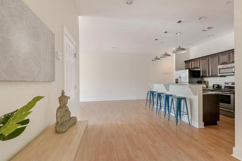Three-bedroom On Julia Street Apt A By Sonder