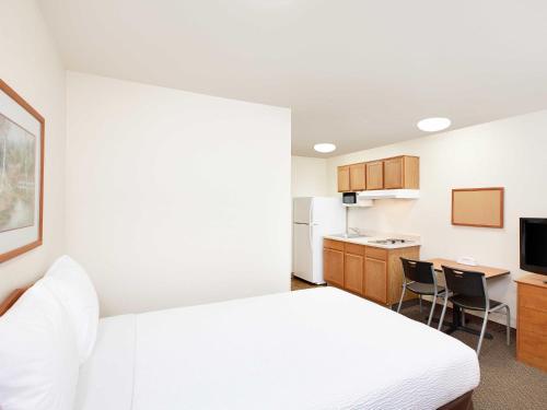 Woodspring Suites Denton - Denton, TX 76207